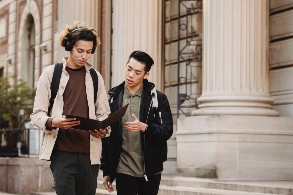 Besserer Small-Talk durch Lesen - Warum lesen wichtig ist
